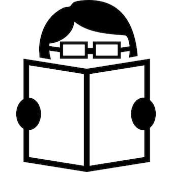 Mężczyzna czytanie