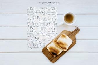 Śniadanie mockup z kawą i toastem