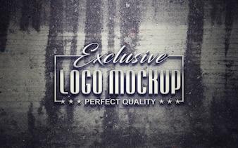 Eleganckie logo wyśmiewa się
