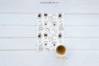 Mockup śniadaniowy z papierem