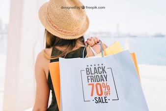 Wzbogacić projekt z kobietą trzymającą torby na zakupy