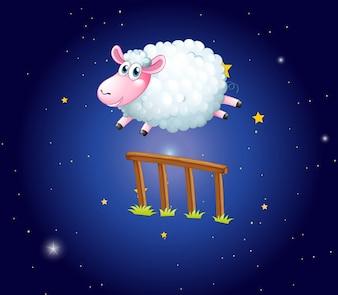 Biała owca przeskakując przez płot w nocy