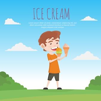 Chłopiec jedzenie lodów tle
