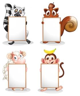 Cztery różne zwierzęta z pustymi tablicami