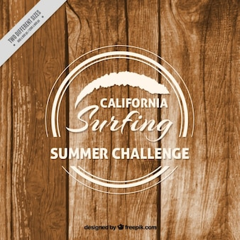 Drewniane tło z odznaką surfowania