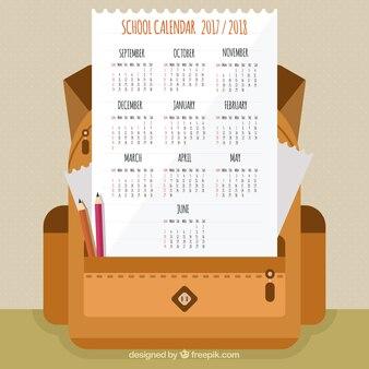 Kalendarz szkoły z płaskim plecakiem