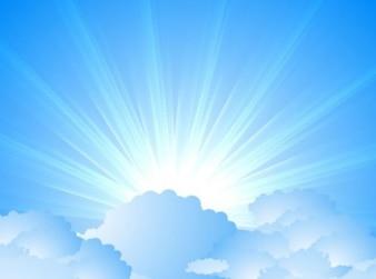 Niebo z chmurami i sunburst