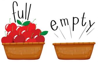 Pusty kosz i koszyk pełen jabłek