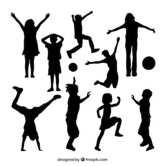Sylwetki dzieci bawiących