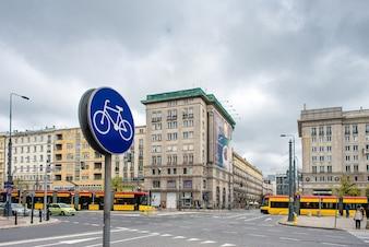 Ścieżka rowerowa na tle miasta