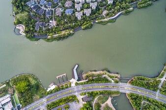 Aerial drone zdj? Cie tamy w jeziorze Marathona w zimowy dzie ?, Marathonas, Attyka, Grecja