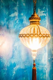 Arabski lampa oświetlenia metalu