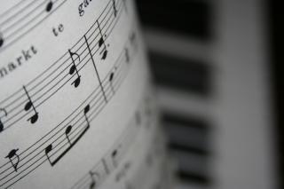 banknotów i fortepian