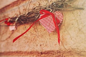 Biały czerwony pąk kwiatowy dekor