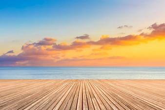 Boardwalk skały skyline horyzont latem tle