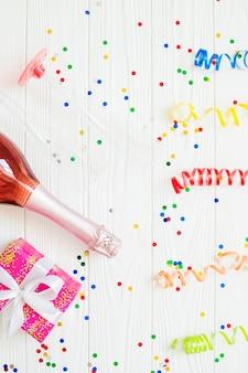 Butelka szampana i świąteczne wstążki