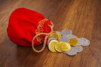 Chiński tradycji w górę złoty węzeł