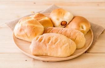 Chleb w płycie drewnianej