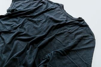 Ciemna marszczona koszulka