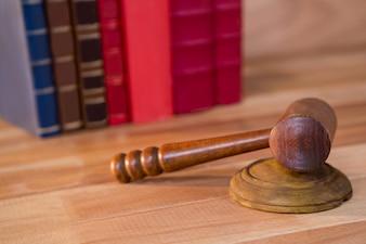 Close-up z sędziów młotek