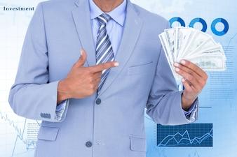 Człowiek z dużo pieniędzy w kasie
