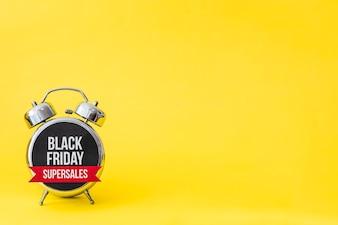 Czarny piątek alarm na żółtym tle