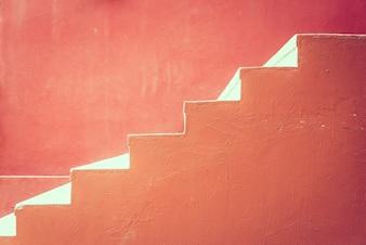 Czerwone betonowe schody