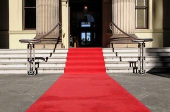 Czerwony dywan i luksusowy hotel
