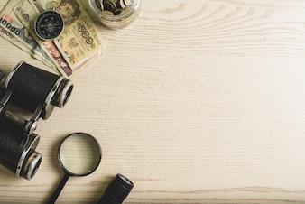 Drewniane powierzchni za pomocą narzędzi pieniężnych i podróży