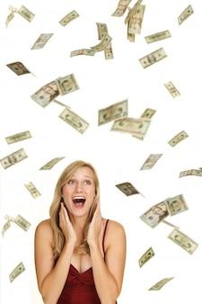 Dziewczyna i deszcz banknotów