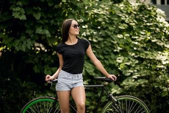 Dziewczyna na rowerze