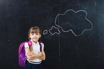Dziewczynka ucznia w chmurach myśleć