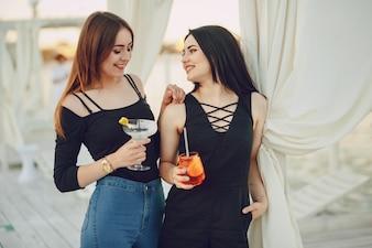 Dziewczyny z koktajlami