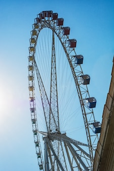 Ferris wheel na tle nieba