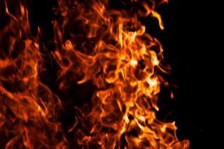 gorący ogień benzyną