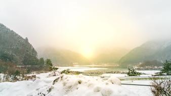 Jezioro Shoji Japonii. Widok pięknej białej zimy