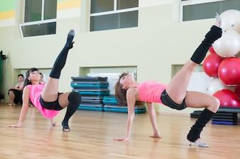 Klasa taneczna dla kobiet rozmycie tła