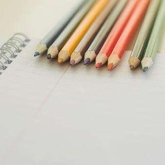 Kolorowe kredki do rysowania