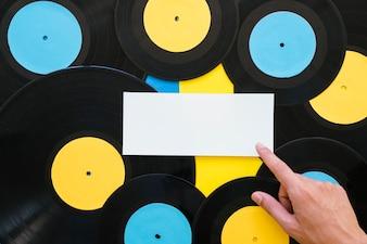 Koncepcja muzyki Retro z banerem