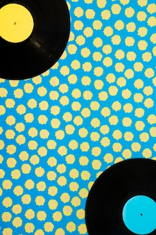 Koncepcja muzyki Vintage z winylu na tle kropkowane
