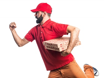 Mężczyzna dostawy pizzy działa szybko