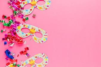 Maski i konfetti na imprezę