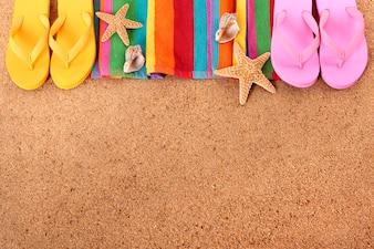 Obramowanie plaży z klapkami