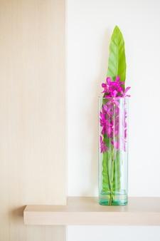 Orchid kwiat w wazonie