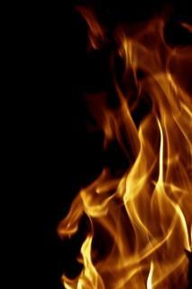 Płomienie pożaru Zapłon
