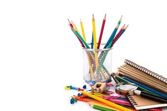 Piśmiennych szkoły samodzielnie na białym tle