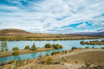 Pi? Kne niewiarygodnie niebieskie jezioro Pukaki w Nowej Zelandii