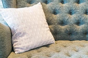 Poduszka na kanapie dekoracji w pokoju dziennym
