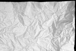 Pogniecione dokumenty papierowe