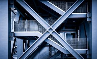 Puste czarne schody w podziemnym przejściu dla pieszych. Renderowanie 3D